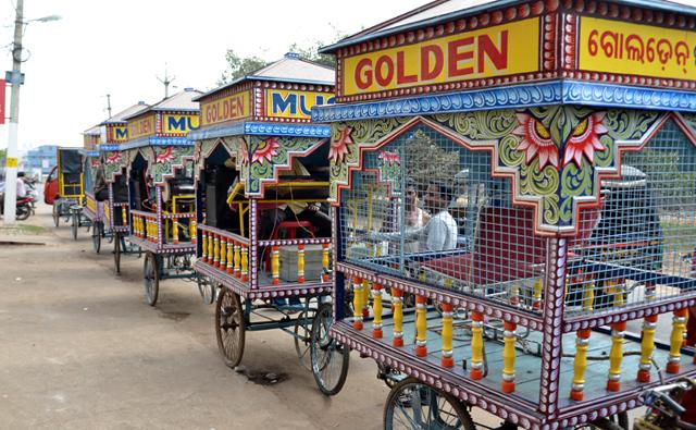結婚式のパレードでの演奏車