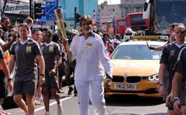 怒りの行進するインド映画俳優