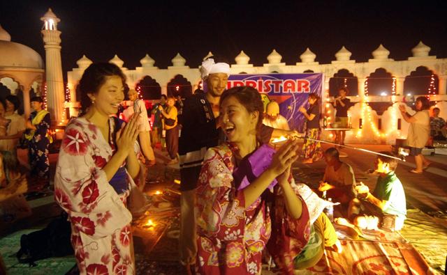 インドでロックフェスをサンタナが開催