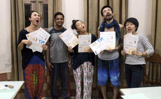 ワールドヨガアライアンス200の資格証明書と卒業証書2