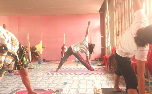 三角のポーズ(トリコナアーサナ)の練習