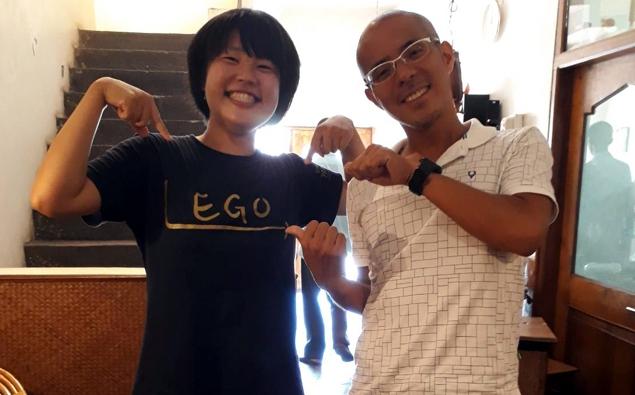 LEGOTシャツを着て坂本と