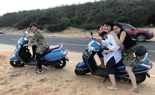 バイクで近くの世界遺産スーリア寺院まで