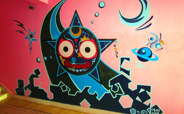 ジャガンナート神がサンタナホテルの壁に描かれています。