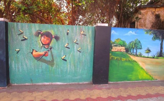 女の子が飛び出して見えるトリックアートです。