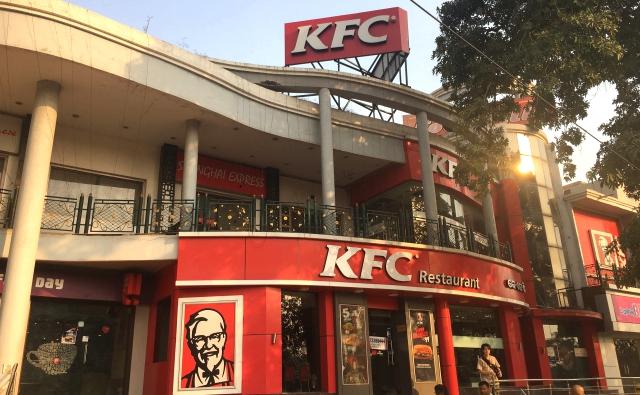 ブバネーシュワルあるKFC。二階建てで大きいです。