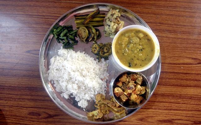 インドのお母さんが作ってくれた家庭料理の画像。