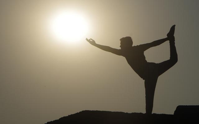 インドヨガ留学講師、プラカーシュの太陽に向かっての一枚