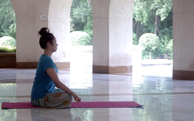 瞑想センターで瞑想中