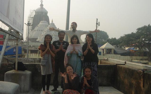 近くに屋上から寺院と町を眺めました。