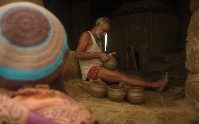 実際に陶器を作っているところ