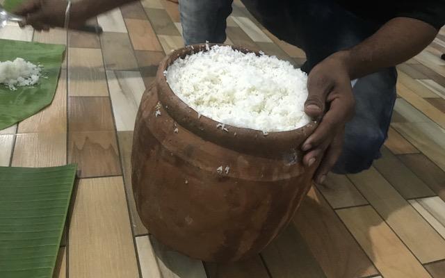 壺陶器は神聖なものであり、一度使ったら使用することはありません。