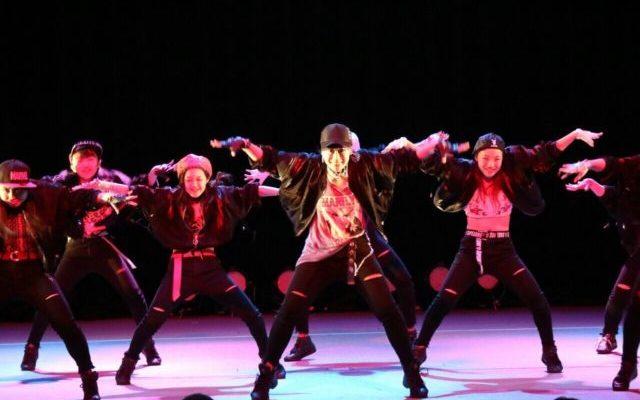 ダンスショーで踊るゆりちゃん