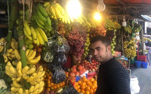 バングラディシュのフルーツ屋さん