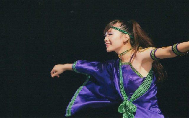 踊っているゆりちゃんの写真