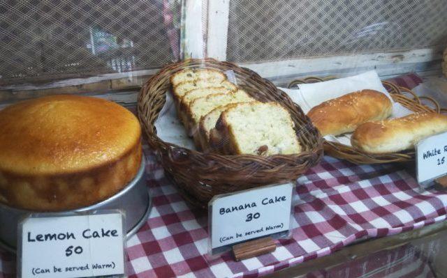 Honey Beeのショーケースに並んだケーキたち