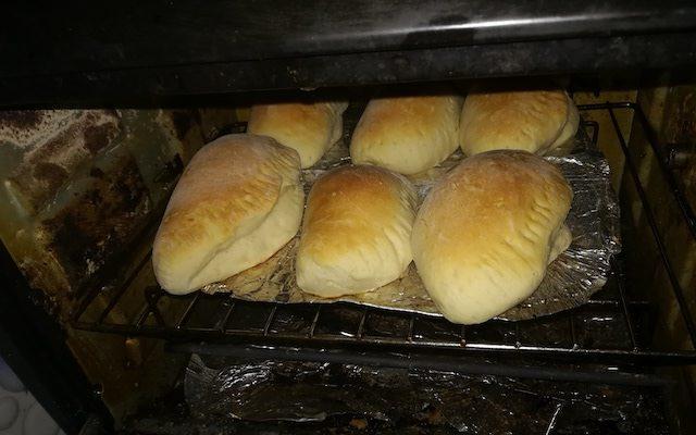 出来上がりのパンの写真