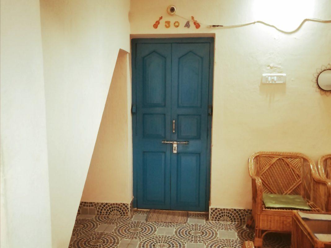 ブルーのドア