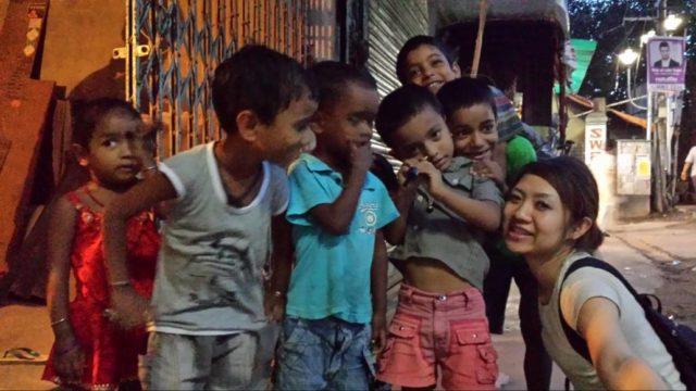 初インドひとり旅で出会った子供たちとの写真