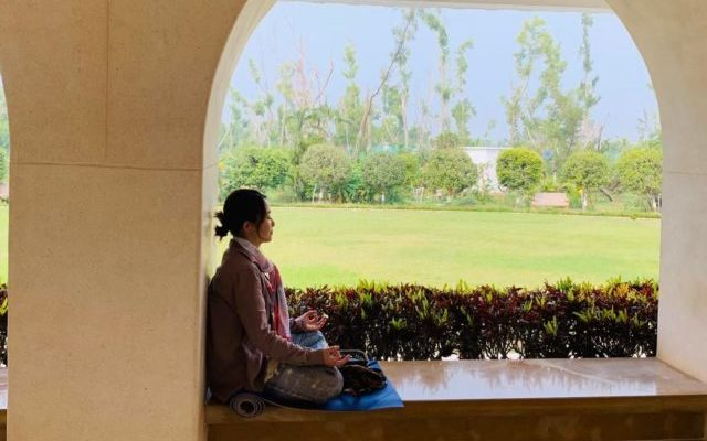 瞑想センターで瞑想するりっちゃん