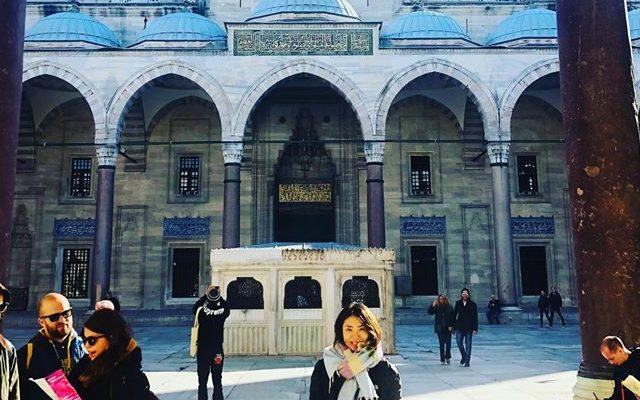 トルコのモスクにて