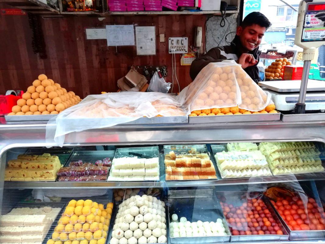 インドの甘いお菓子屋さん