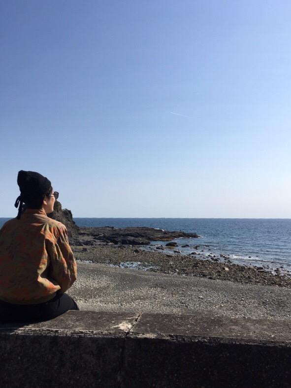りさりさが和歌山の海を見ている