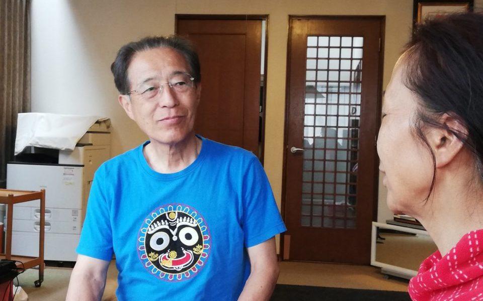 坂本さんの父が母を優しい眼差しで見ている