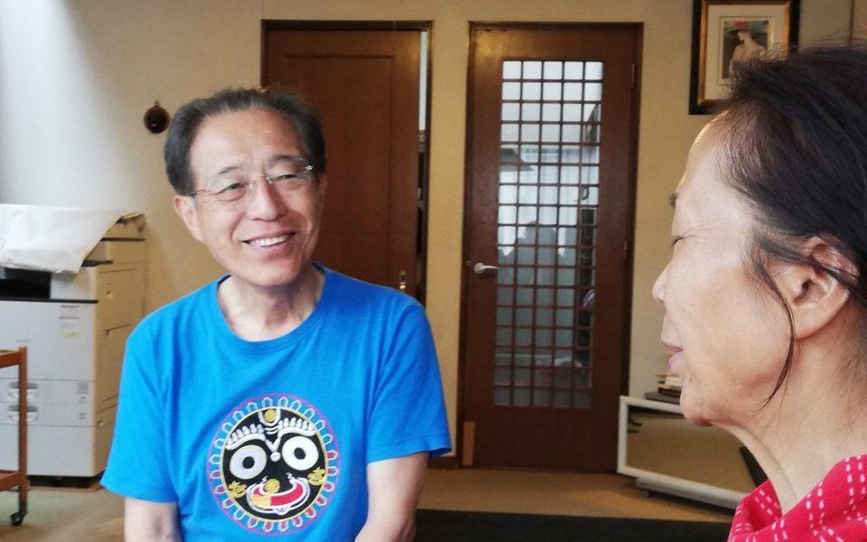 瞑想後、坂本さんのお父様が優しいまなざしで奥様を見つめる様子