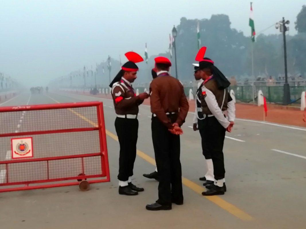 インド門周辺を守るポリスたち
