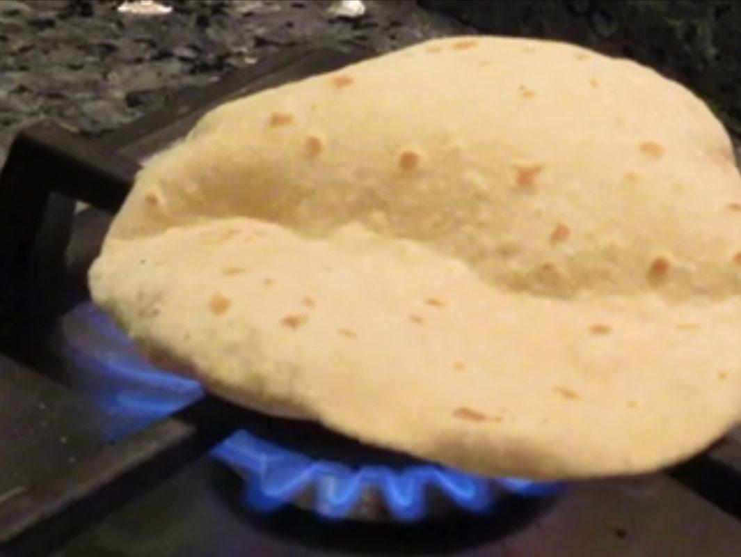 チャパティ直火焼き