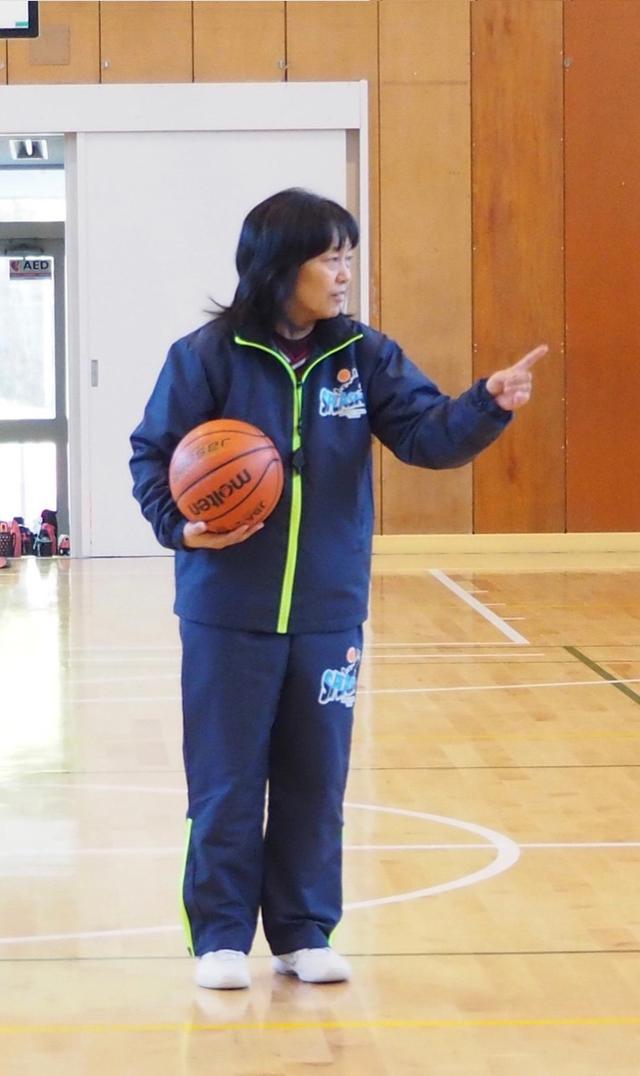 バスケの監督もこなすすーちゃんママ